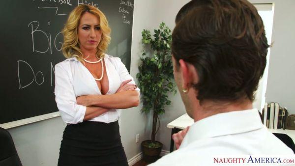 Janna Hicks perdona una trampa estudiante después de que a él le agrada su coño