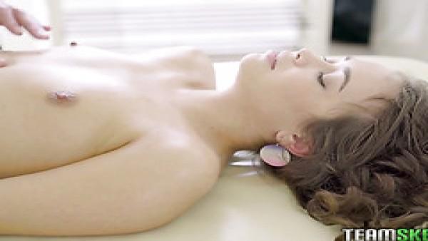 Jenny fer recibe su impecable ruso coño jodido después de un masaje
