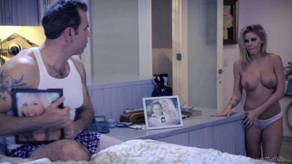 Jessa Rhodes folla amigo viudo padrastro para que le hagan sentirse mejor