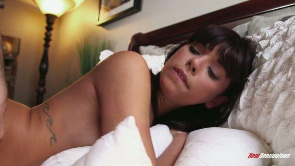 Joven Latina Gina Valentina tomar algunos de los duros golpes coño
