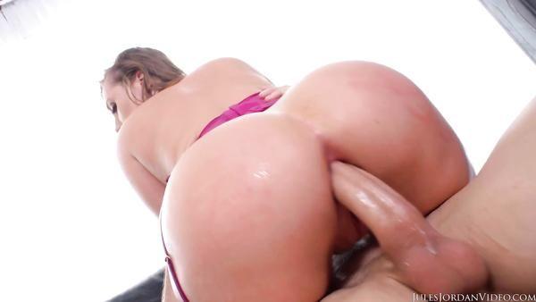 Joven pelirroja puta Harley Jade fresco con gran culo se enculada duro
