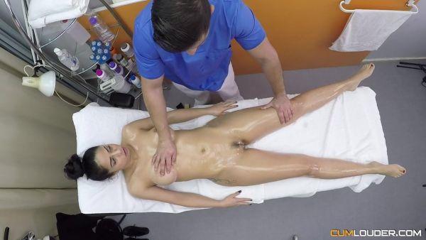 Selena gomez and demi lovato porn lsbians