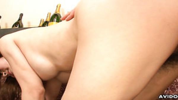 Kanon Fubuki, linda MILF japonesa tetona, perforada y llena de leche