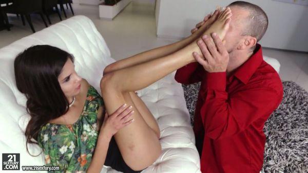 Katya Rodríguez pone los pies coño lamió y follada duro