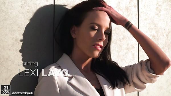 La esbelta Lexi Layo adora el anal y la doble penetración hardcore
