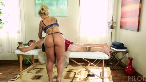La grasa culo MILF Ryan Conner obtiene clavado después de dar un masaje