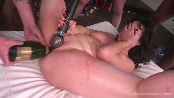 La grasa fea skank Siouxsie Q es feliz caído en desgracia en gangbang