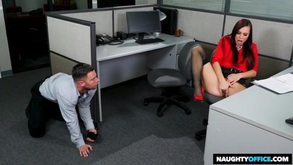 La nena Aidra Fox tiene sexo orgásmico en la oficina con un compañero de trabajo