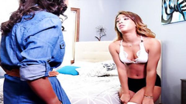 La niñera bronceada con curvas Amia Miley es follada por un jefe divorciado