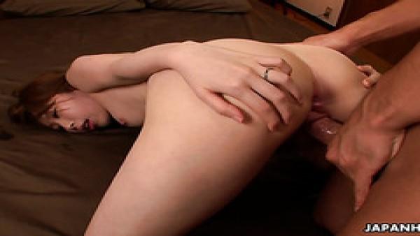 La pálida japonesa yui saejima alcanza incontables orgasmos temblorosos
