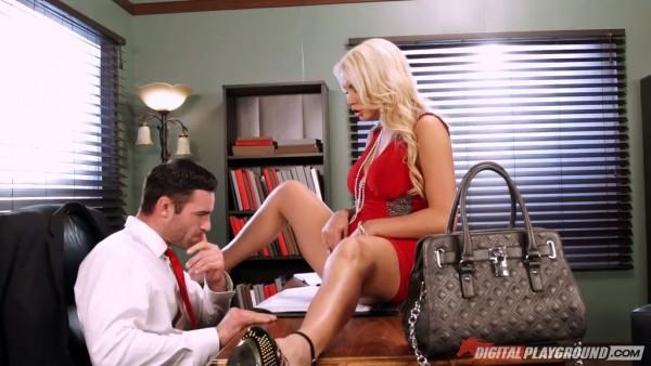 La secretaria rubia tonta Kenzie Taylor no puede hacer nada excepto sexo