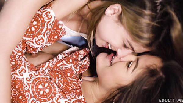 La traviesa lesbiana Kenna James no puede quedarse quieta y burlarse del coño en un picnic
