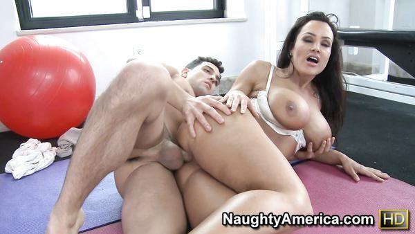 Elisha cuthbert porno resimleri