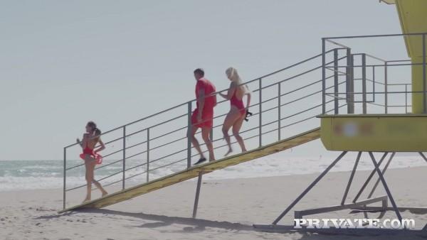 Las socorristas sexys Sienna Day y Silvia Dellai hacen RCP en trío