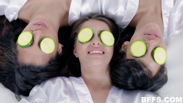 Latina bffs reverse gangbang una suerte de spa, masajista