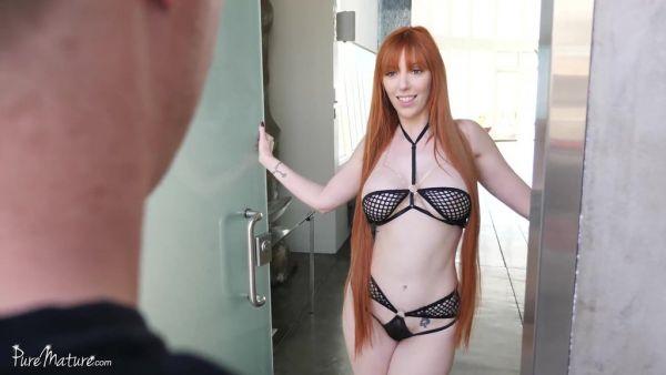 Lauren Phillips, encontrar pelirroja cougar, en el más puro acto de amor anal