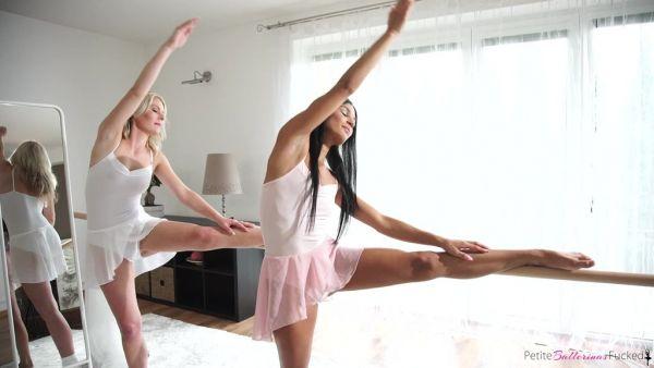 Lesbianas bailarines Adelle y Claudia Macc traer unos a otros hasta el orgasmo