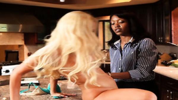 Lotus Lain y Aaliyah Love son amas de casa lesbianas desesperadas