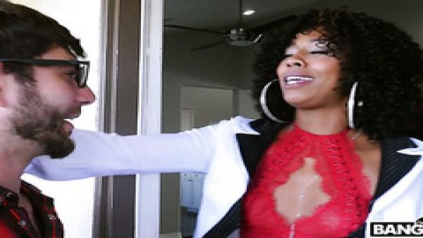 Madre de ébano Misty Stone se folla a su hijastra Aaliyah Hadid y su hijastro
