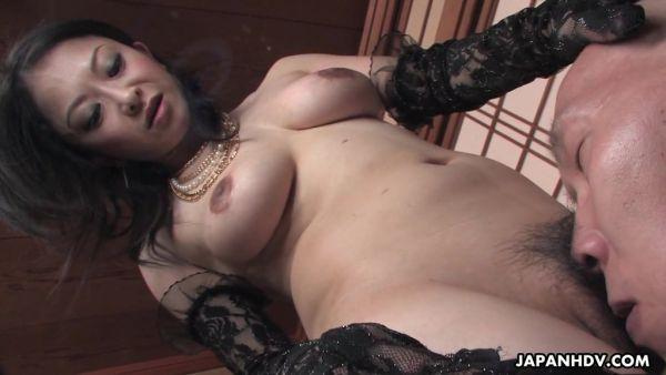 Madura Japonesa señora Sayoko Machimura es jugado por los esclavos