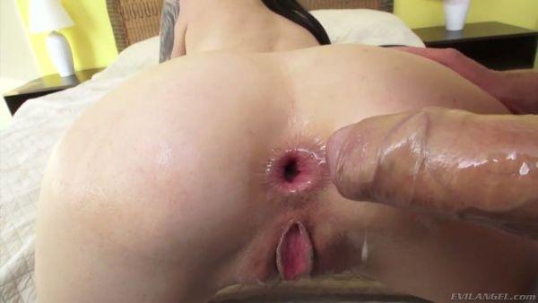 Marley Brinx hace alarde de sus pies sucios antes de deep anal