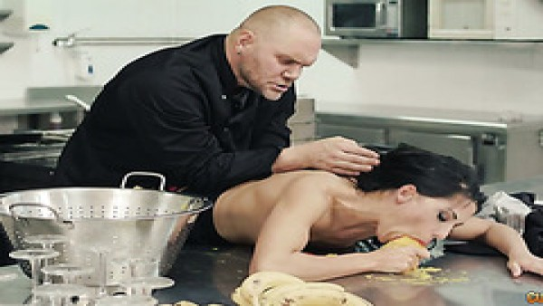 Master chef Nacho se folla propietario de restaurante Alexa Tomas