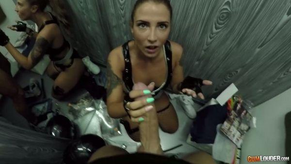 Medusa se folla a su novio en una sala de montaje en cámara oculta