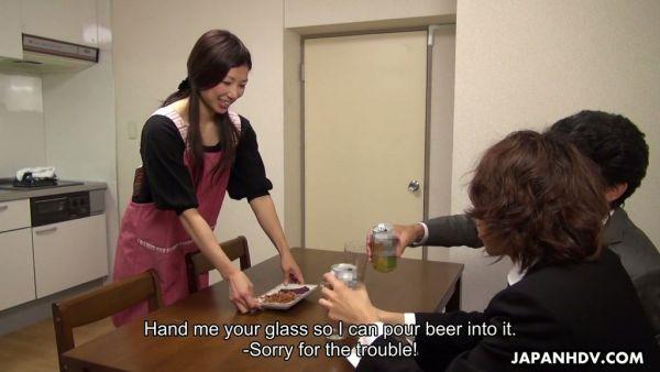 Mi marido se desperdicia, por lo que Mizuho Yamashiro se folla a su compañero de trabajo