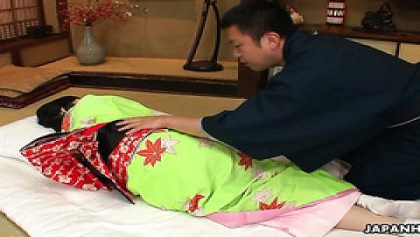 Obediente geisha japonesa obtiene poder follada hasta el orgasmo