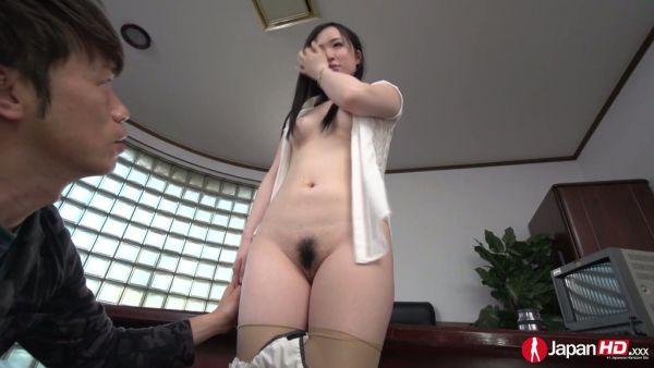Obediente Yuka Wakatsuki permite a su jefe a la mierda ella en su oficina