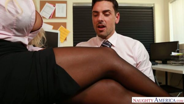 Oficina de secretaria tetona se folla a su colega Bridgette B en el trabajo