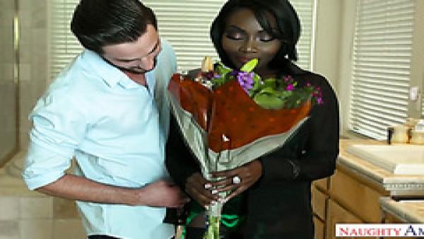 Osa Lovely deja que un chico blanco la golpee por traerle flores favoritas