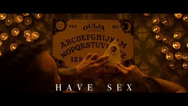 Ouija le dice a Jimena Lago y a su hombre Miguel que tengan sexo ahora