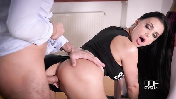 Porno orgía con los profesores y los estudiantes en la universidad después de la lección