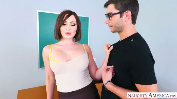 Profesor caliente Yasmin Scott utiliza el estudiante para aliviar el estrés