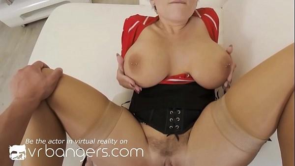 Profesora madura te enseña a penetrar el culo