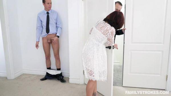 Puta novia Ryder Skye trucos en marido con su futuro hijastro