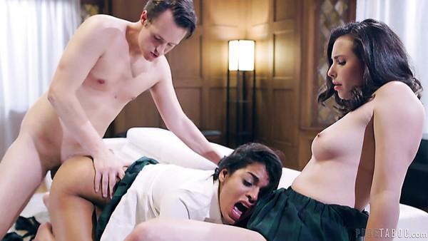 Puta universitaria Vienna Black no tiene nada en contra del pervertido trío