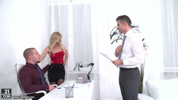 Rubia secretario Helena Valentina disfruta de DP en la oficina
