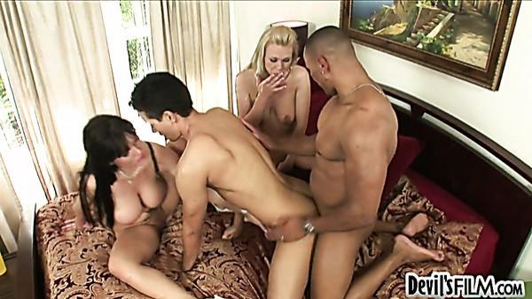 Samantha Sin y Claire Dames se follan a Gabriel D\'allessandro en sexo grupal bisexual