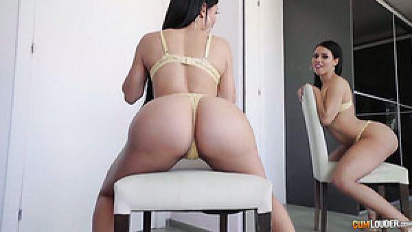 Sexy puta en español Alexa Tomas comparte su propio stud la polla con curvas babe