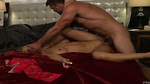 Synthia Foxx trucos para dormir marido con la amante brutal