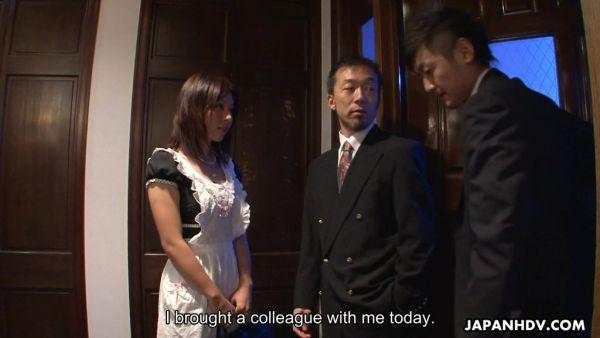 Tetona Asiática esposa Himeki Kaede es follada por su esposo y su empleado