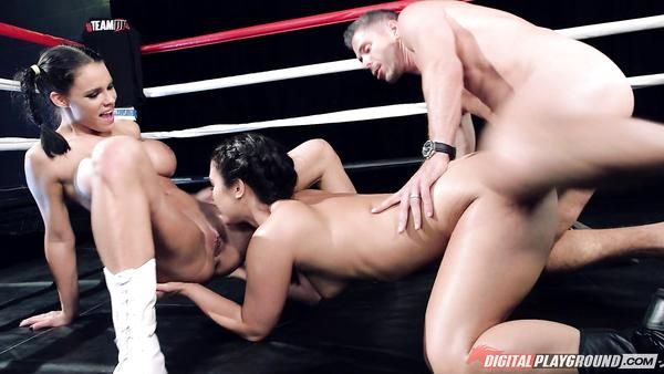 Tetona chicas en el ring listo para demostrar que son los mejores
