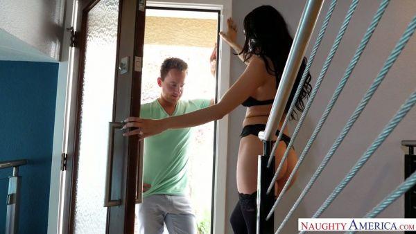 Tetona esposa Sofi Ryan trucos en su duro trabajo marido