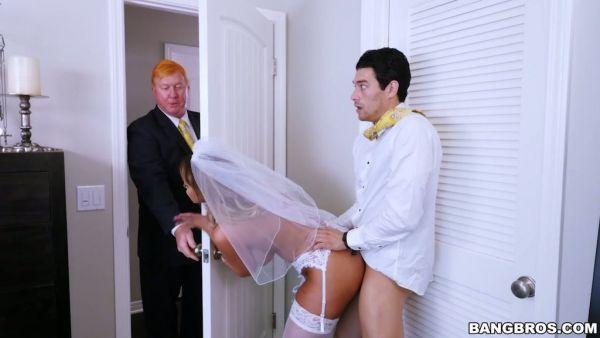 Tetona MILF Brooklyn Chase folla novio muy hijo justo antes de la boda