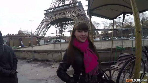 Un hombre recoge Luna Rival cerca de Torre Eiffel y se la folla francés agujero