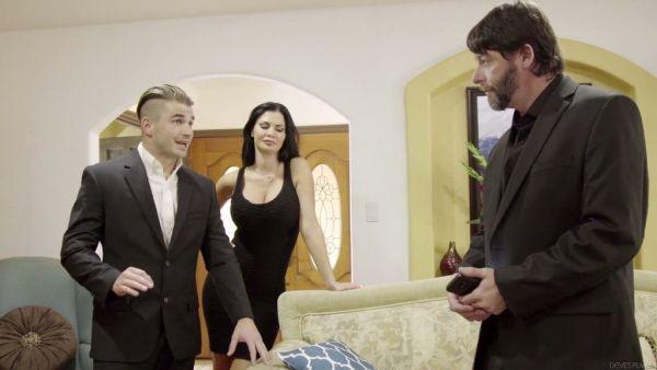 Un inglés compañero consigue seducir a su jefe, la esposa puta Jasmine Jae