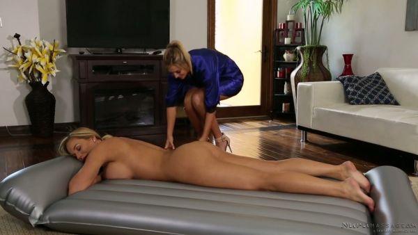 Val Midwest agrada Olivia Austin lesbianas manera después de darle un masaje