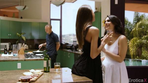 Valentina Nappi comparte a su esposo con la jovencita de al lado Charity Crawford